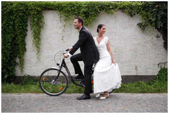 Hochzeitsfoto von Braut und Bräutigam auf Schloss Lübbenau Spreewald © Hochzeitsfotograf Berlin hochzeitslicht