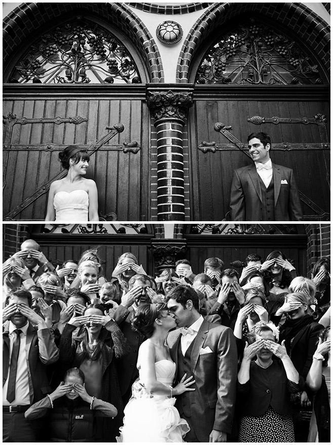 Hochzeitsfotografie von Hochzeitsgesellschaft nach kirchlicher Trauung in St. Josef Kirche Berlin © Hochzeitsfotograf Berlin hochzeitslicht
