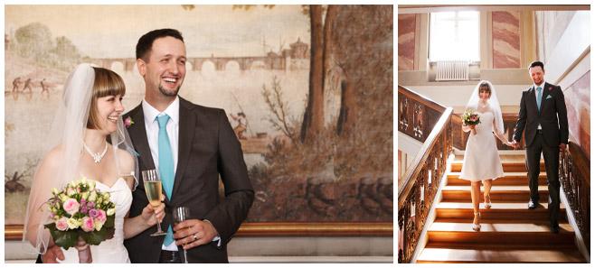 Hochzeitsfotos von Sektempfang und Auszug des Brautpaares Standesamt Schloss Friedrichsfelde © Hochzeitsfotograf Berlin hochzeitslicht