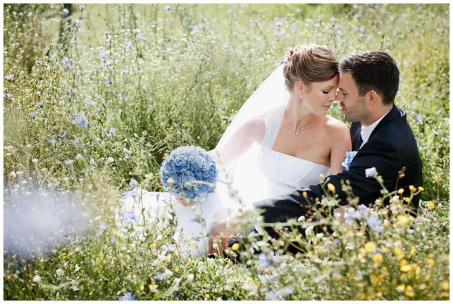 Brautpaarfoto in der Umgebung von Schloss Kartzow Potsdam © Hochzeitsfotograf Berlin hochzeitslicht