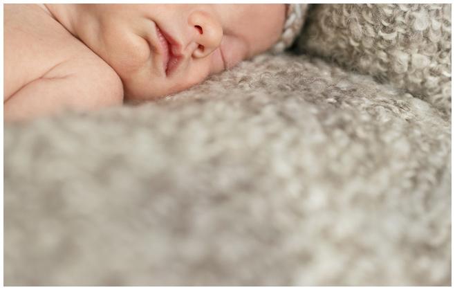 Neugeborenenfotos von professioneller Fotografin © Berliner Fotostudio LUMENTIS