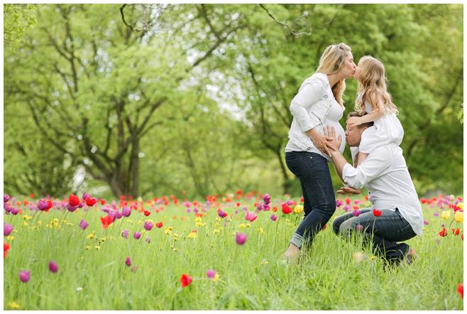 Babybauchbild im Park © Berliner Fotostudio LUMENTIS