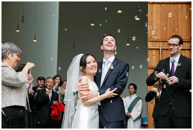 Foto bei Auszug des Brautpaares © Hochzeitsfotograf Berlin hochzeitslicht