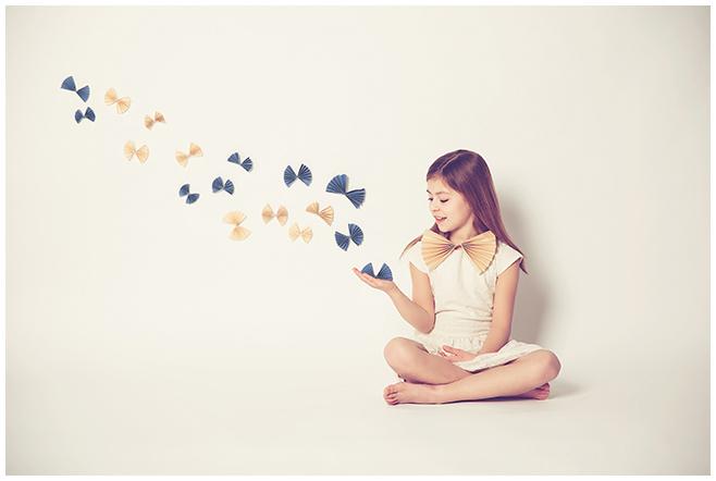 Kinderfoto eines kleinen Mädchens von professioneller Kinderfotografin in Berlin © Berliner Fotostudio LUMENTIS