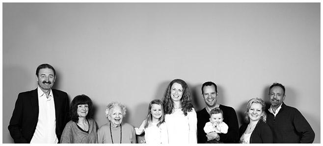 Familienfoto bei Familien-Fotoshooting in Berlin © Berliner Fotostudio LUMENTIS