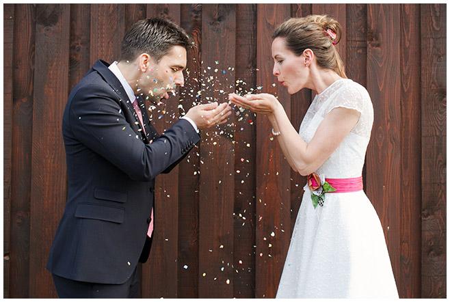 Brautpaarfoto bei Hochzeit auf dem Milanhof in Guhrow © Hochzeitsfotograf Berlin hochzeitslicht