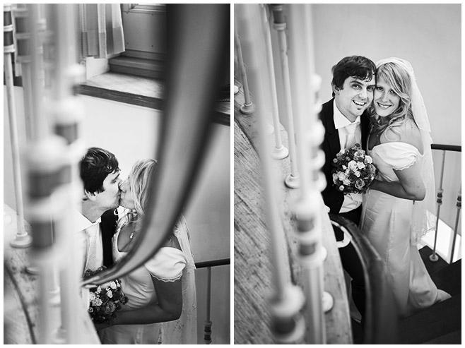 Fotos von Brautpaar im Turm im Frankfurter Tor © Hochzeitsfotograf Berlin hochzeitslicht