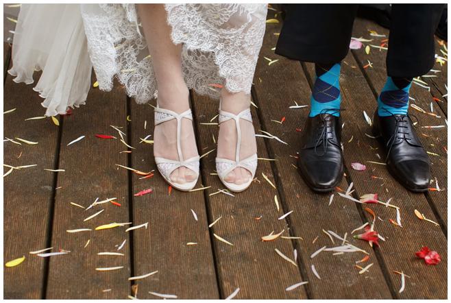 Hochzeitsfoto von Brautpaar bei Hochzeit im Seehaus Liebenberg © Hochzeitsfotograf Berlin hochzeitslicht