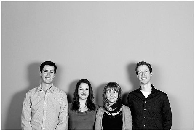 Familienfoto aufgenommen im Berliner LUMENTIS-Fotostudio © Berliner Fotoatelier LUMENTIS