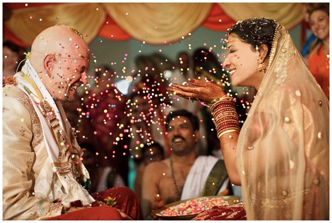 Hochzeitsfoto von Brautpaar bei indischer Hochzeit von Hochzeitsfotografin Melanie Meissner © Hochzeitsfotograf Berlin hochzeitslicht