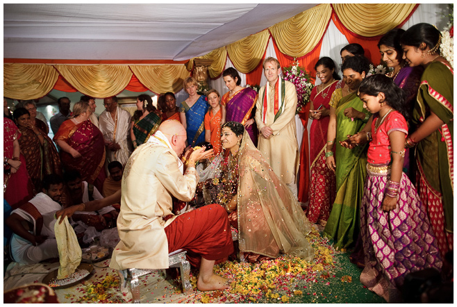 Indisches Brautpaar bei Hochzeitsfeier in Hyderabad, Indien © Hochzeitsfotograf Berlin hochzeitslicht