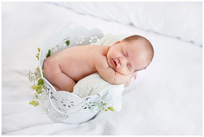 Neugeborenenfotografie aufgenommen zu Hause in Berlin  © Berliner Fotostudio LUMENTIS