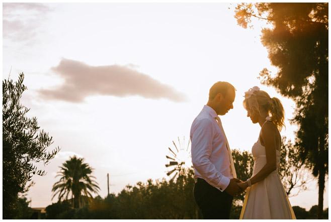 Brautpaar während After-Wedding-Shooting bei Sonnenuntergang auf Mallorca © Hochzeitsfotograf Berlin hochzeitslicht