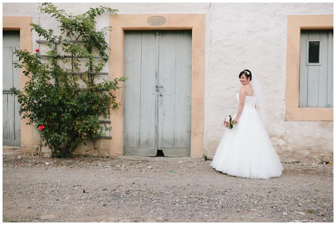 Foto der Braut bei Hochzeit auf dem Rittergut Dorstadt © Hochzeitsfotograf Berlin hochzeitslicht