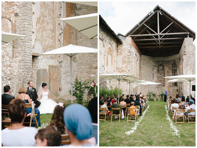 Freie Trauung in der alten Kirchenruine auf dem Rittergut Dorstadt © Hochzeitsfotograf Berlin hochzeitslicht