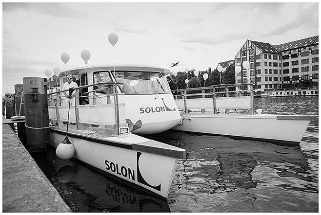 Hochzeit auf dem Solarschiff Solon auf der Spree in Berlin © Hochzeitsfotograf Berlin hochzeitslicht