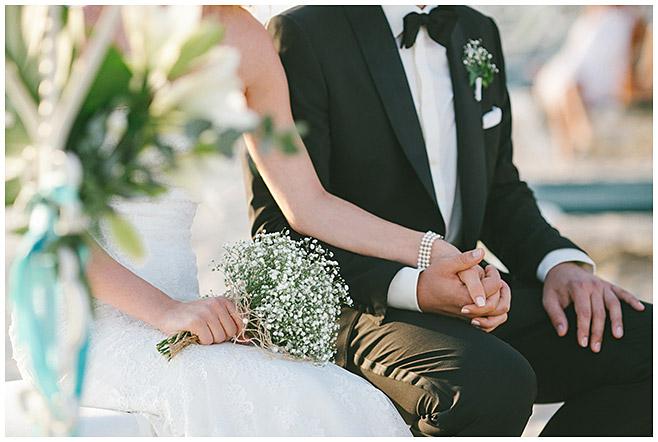 Brautstrauß und Ansteckstrauß von maritimer Strandhochzeit auf Mallorca © Hochzeitsfotograf Berlin hochzeitslicht