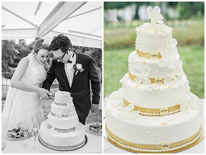 Hochzeitsbilder vom Anschneiden der vierstöckigen Hochzeitstorte © Hochzeitsfotograf Berlin hochzeitslicht