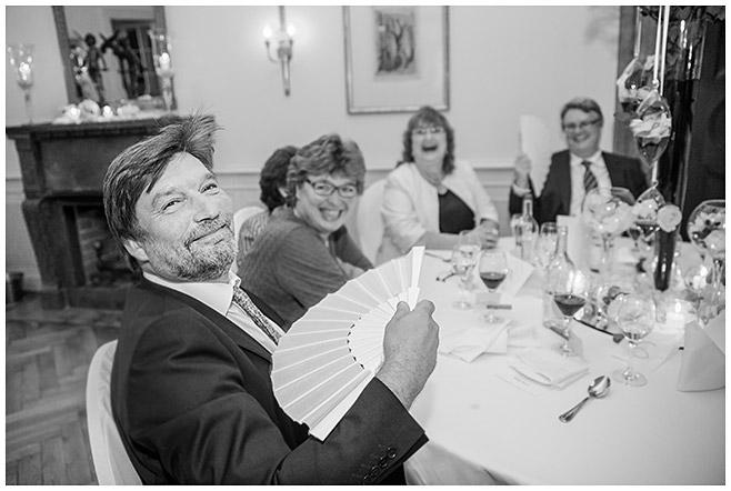 Hochzeitsfeier auf Schloss Herzfelde aufgenommen von professioneller Hochzeitsfotografin © Hochzeitsfotograf Berlin hochzeitslicht