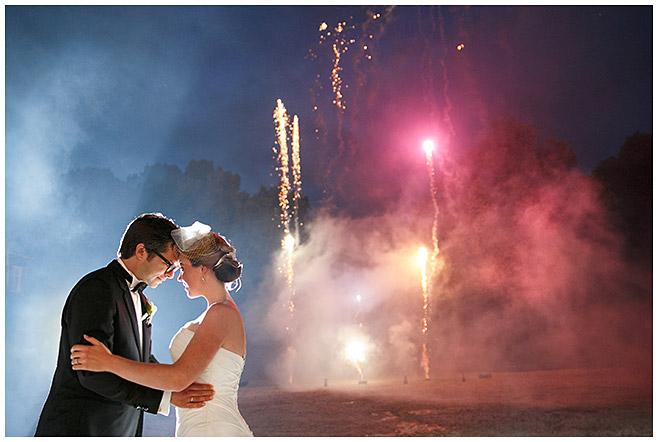 Feuerwerk am Abend bei Hochzeitsfeier auf Schloss Herzfelde, Brandenburg © Hochzeitsfotograf Berlin hochzeitslicht