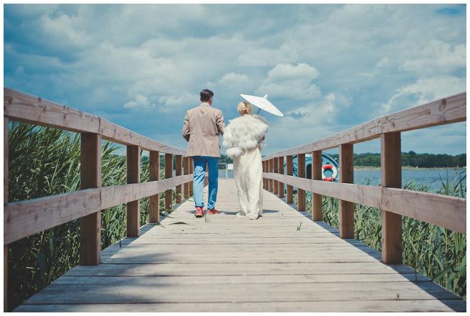 Hochzeitsfotografie von Brautpaar bei Vintage-Hochzeit am Schwielowsee © Hochzeitsfotograf Berlin hochzeitslicht