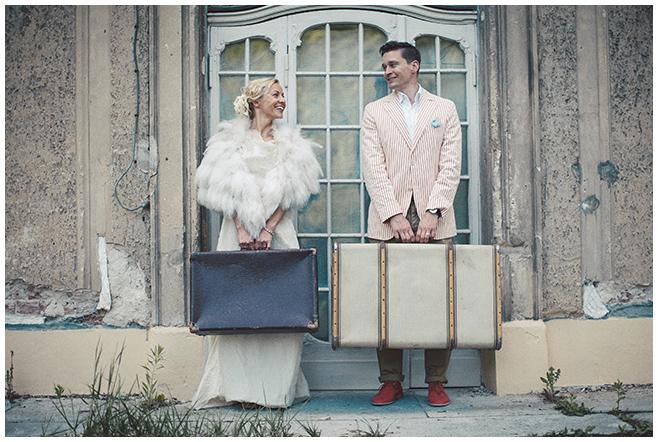 Hochzeitsfotografie von Brautpaar im Vintage-Look aufgenommen in der Nähe von Berlin © Hochzeitsfotograf Berlin hochzeitslicht