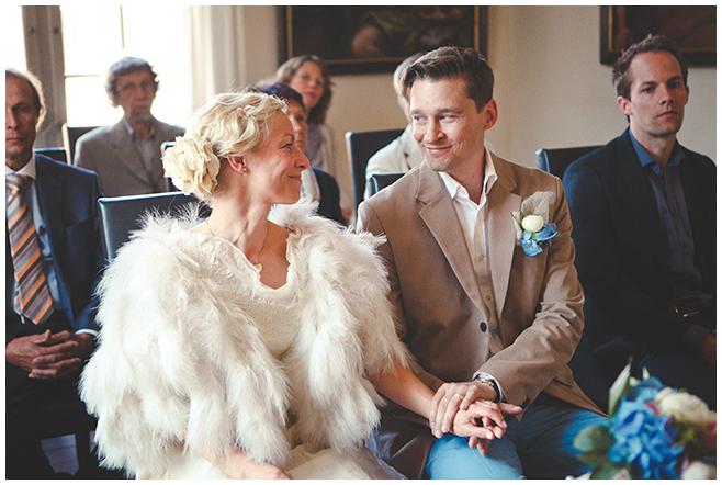 Braut und Bräutigam während standesamtlicher Trauung auf Schloss Caputh © Hochzeitsfotograf Berlin hochzeitslicht