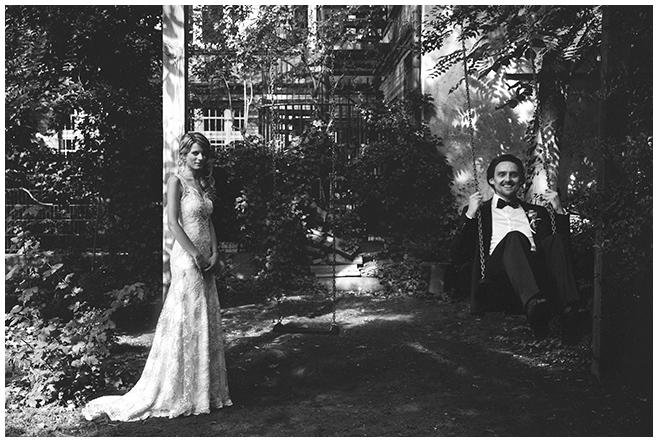 Brautpaar-Fotoshooting bei Hochzeitsreportage im Ballsaal-Studio Berlin © Hochzeitsfotograf Berlin www.hochzeitslicht.de