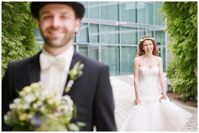 Braut und Bräutigam beim First Look vor Trauung im Mittelmeerhaus, Botanischer Garten Berlin © Hochzeitsfotograf Berlin www.hochzeitslicht.de