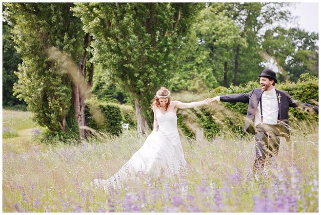 professionelle Hochzeitsfotografie von Brautpaar in der freien Natur © Hochzeitsfotograf Berlin www.hochzeitslicht.de