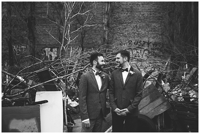 Hochzeitsfoto bei Schwulenhochzeit in Berlin © Hochzeitsfotograf Berlin www.hochzeitslicht.de