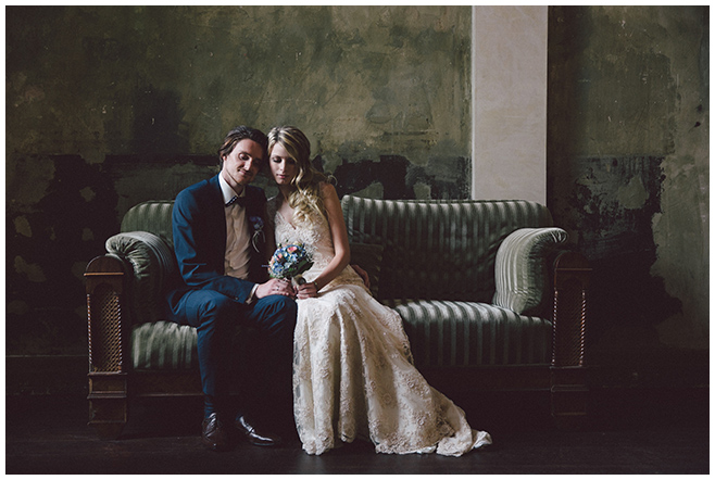 Brautpaarfoto bei Vintage-Hochzeit in Berlin © Hochzeitsfotograf Berlin www.hochzeitslicht.de