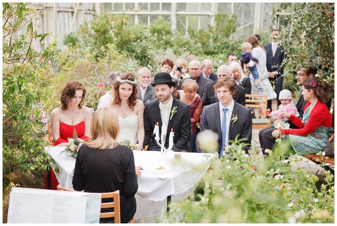 Hochzeitsreportagefoto bei standesamtlicher Trauung im Mittelmeerhaus, Botanischer Garten Berlin © Hochzeitsfotograf Berlin www.hochzeitslicht.de