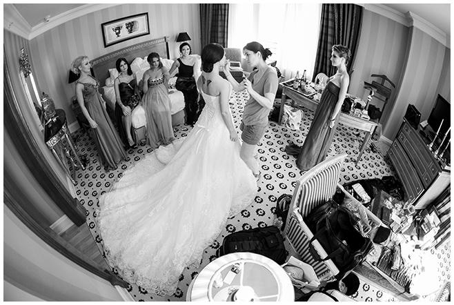 Hochzeitsbilder von den Vorbereitungen der Braut im Ritz Carlton Hotel Berlin © Hochzeitsfotograf Berlin www.hochzeitslicht.de
