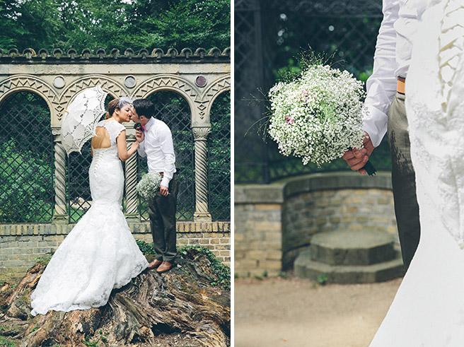 Hochzeitsfotos von Brautpaar vor Restaurant Schloss Glienicke Remise in Berlin und Detailaufnahme vom Brautstrauß aus Schleierkraut © Hochzeitsfotograf Berlin www.hochzeitslicht.de
