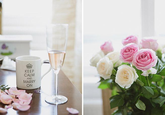 Hochzeitsreportage-Fotos von Hochzeits-Tasse und Rosenstrauß bei Vorbereitungen auf Hochzeit in Capitol Yard Golf Lounge, Spreespeicher Berlin © Hochzeitsfotograf Berlin www.hochzeitslicht.de
