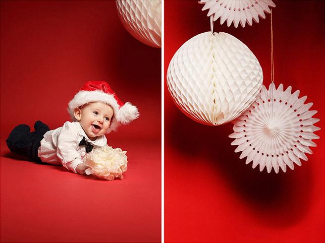 Familienfotos zu Weihnachten von kleinem Kind und weihnachtlicher Dekoration aufgenommen von professioneller Familienfotografin in Berlin © Fotostudio Berlin LUMENTIS