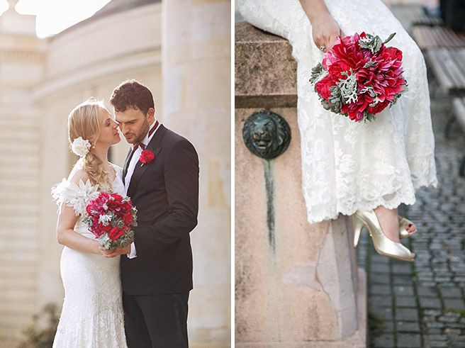 Hochzeitsfotografin von hochzeitslicht kombiniert Brautpaarfoto mit Foto vom pinken Brautstrauß in Berlin-Mitte auf dem Gendarmenmarkt © Hochzeitsfotograf Berlin www.hochzeitslicht.de