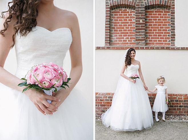 Hochzeitsfotos der Braut bei Hochzeit auf Schloss Ribbeck aufgenommen von professionellem Hochzeitsfotografen © Hochzeitsfotograf Berlin www.hochzeitslicht.de