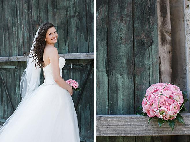 Hochzeitsfotos von Braut und von Brautstrauß aus rosa Ranunkeln aufgenommen von professionellem Hochzeitsfotografen bei Hochzeit auf Schloss Ribbeck, Brandenburg © Hochzeitsfotograf Berlin www.hochzeitslicht.de