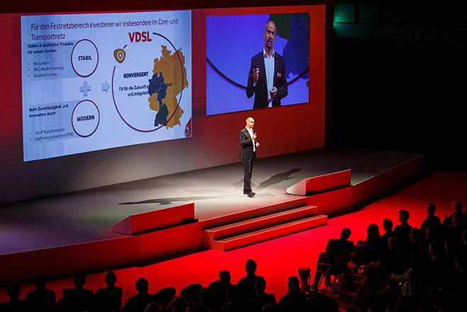 Veranstaltungsfoto von Vortag bei Vodafone Event im Estrel Hotel Berlin aufgenommen von Veranstaltungsfotograf Berlin © Fotostudio Berlin LUMENTIS