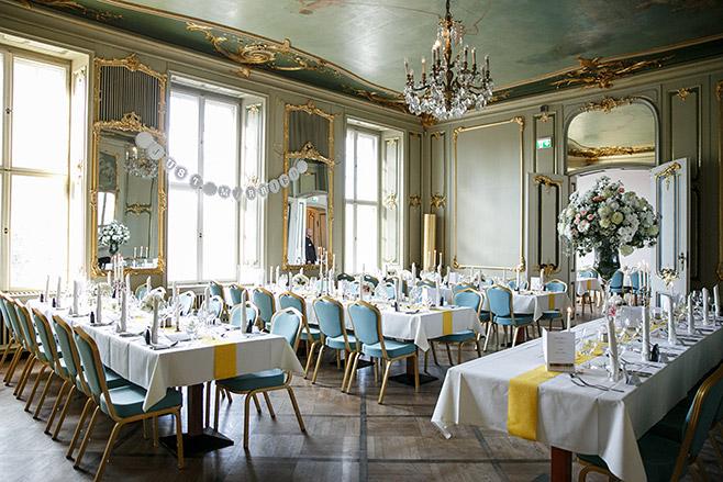 Geschmückter Festsaal bei Hochzeit im Ermelerhaus in Berlin-Mitte © Hochzeitsfotograf Berlin www.hochzeitslicht.de