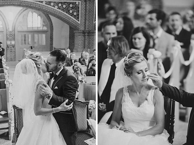 Hochzeitsreportagefotos von emotionaler Trauungszeremonie in Heilige-Geist-Kirche festgehalten von professioneller Hochzeitsfotografin Berlin © Hochzeitsfotograf Berlin www.hochzeitslicht.de
