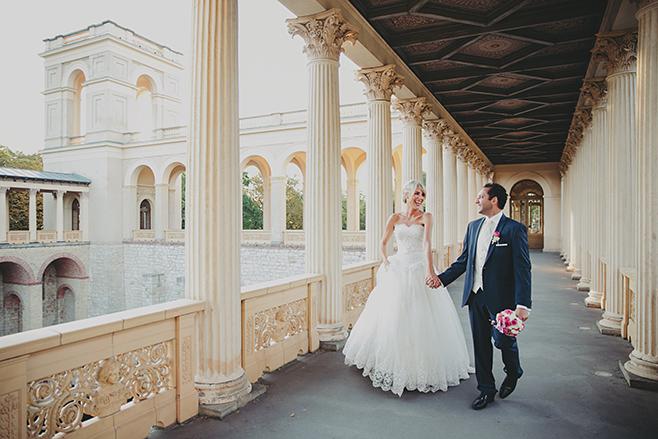 Brautpaarfoto bei Belvedere auf dem Pfingstberg Hochzeit aufgenommen von professionellem Hochzeitsfotograf Berlin © Hochzeitsfotograf Berlin www.hochzeitslicht.de