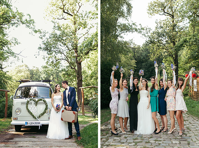 Brautpaarfoto vor Vintage VW-Bulli und Gruppenfoto mit Braut bei Boho-Hochzeit im Haus Tornow aufgenommen von Berliner Hochzeitsfotografin © Hochzeitsfotograf Berlin www.hochzeitslicht.de