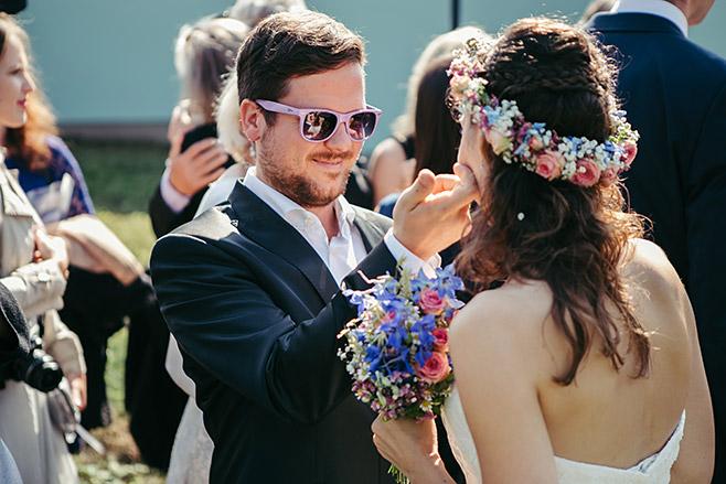 Hochzeitsreportage von Gratulation der Gäste bei Haus Tornow Hochzeit © Hochzeitsfotograf Berlin www.hochzeitslicht.de