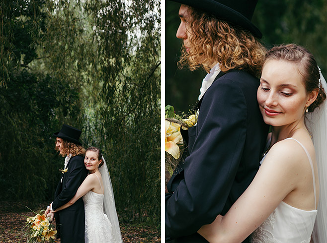 Romantische Brautpaarfotos im Park bei Hochzeit in Berlin-Zehlendorf © Hochzeitsfotograf Berlin www.hochzeitslicht.de