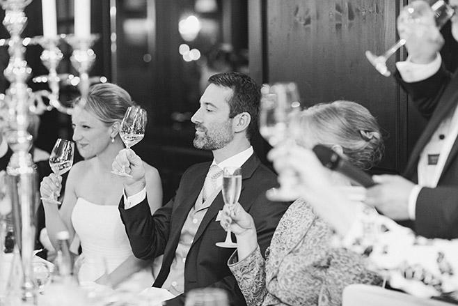 Hochzeitsreportage von Hochzeit im Restaurant Schloss Glienicke Remise direkt am Wannsee in Berlin © Hochzeitsfotograf Berlin www.hochzeitslicht.de