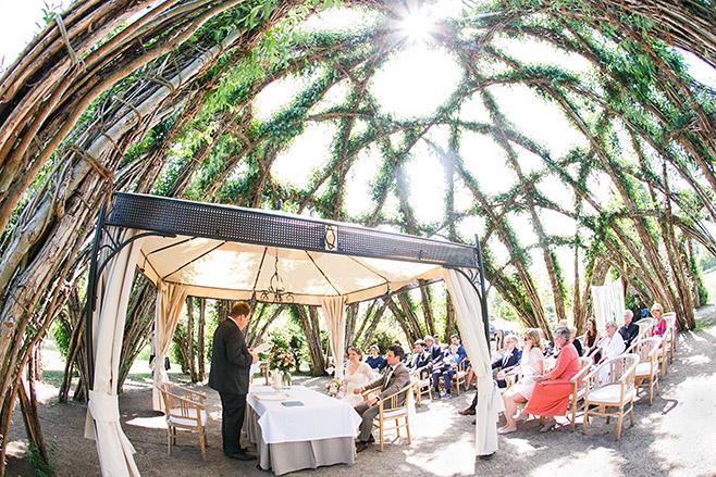standesamtliche Trauung im Weidendom bei Hochzeit in Schlepzig, Spreewald © Hochzeitsfotograf Berlin www.hochzeitslicht.de