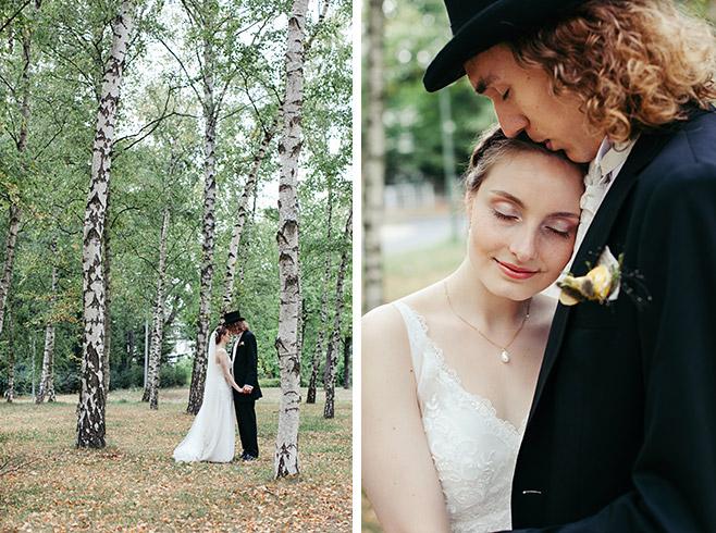 Hochzeitsfoto von Brautpaar in der Natur vor Birken im Dreipfuhlpark in Berlin-Zehlendorf © Hochzeitsfotograf Berlin www.hochzeitslicht.de